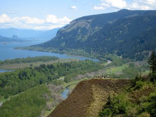 Columbia River Gorge from Crown Point, Courtesy WikiMedia Commons
