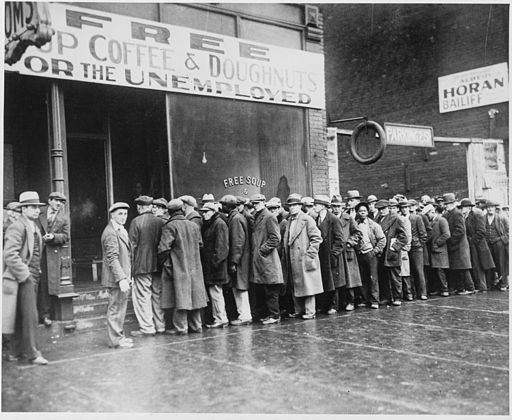 512px-unemployed_men_queued_outside_a_depression_soup_kitchen_opened_in_chicago_by_al_capone_02-1931_-_nara_-_541927