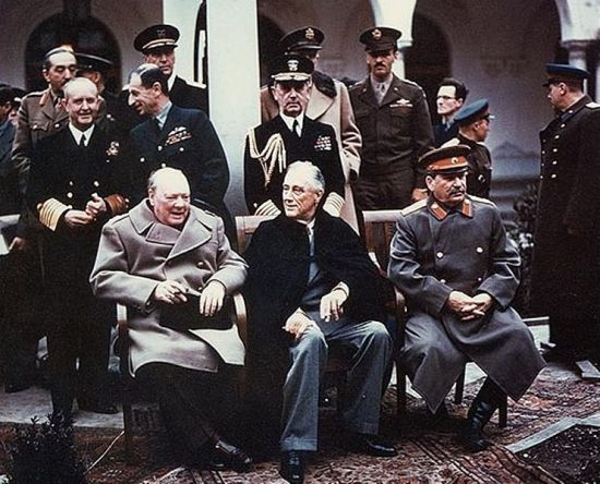 yalta_summit_1945_with_churchill_roosevelt_stalin