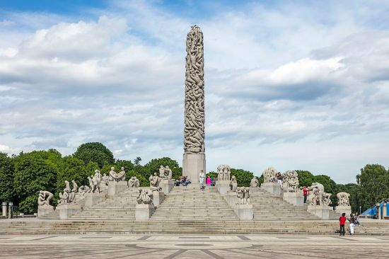 NOR-2016-Frogner_Park-Vigeland_Installation-The_Monolith