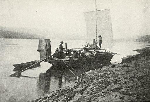 512px-Boat_on_the_Upper_Yukon